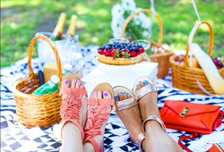 summer-outfit-picnic-ideas-tips-6pm-women-s-clothing-pickups
